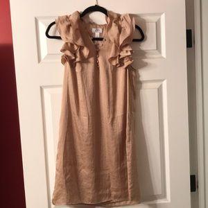 Gold, ruffled dress! 🏵